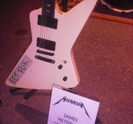 James-Guitar-james-hetfield-31233270-500-667.jpg