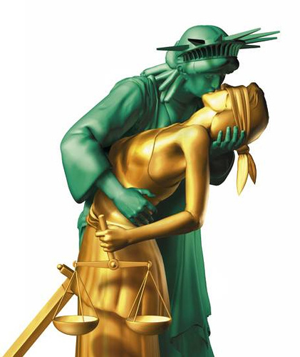 statue of liberty mobbing lady justice